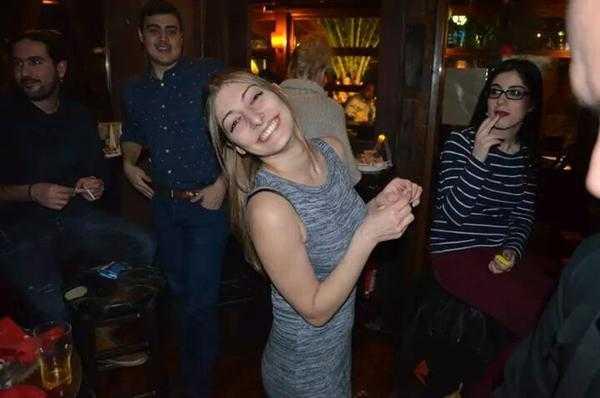 Παναγιώτα Κλεάνθους στα γενέθλια του Mix Grill το 2015 - Κέρδισε και το φλουρί