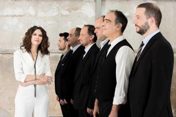 Ελευθερία Αρβανιτάκη: «Όσο μπορείς και ταξιδεύεις και συναντάς κόσμο τόσο πιο πλούσιος γίνεσαι»