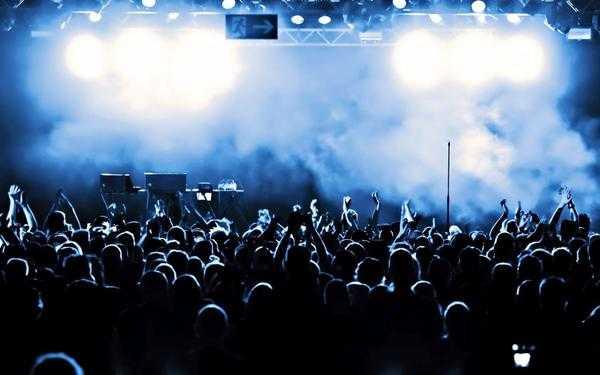 Διλήμματα: Να σταματάνε οι συναυλίες όταν το κοινό κάνει φασαρία;